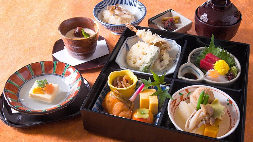 季節を感じる「和食 清水」の松花堂弁当  清水弁当